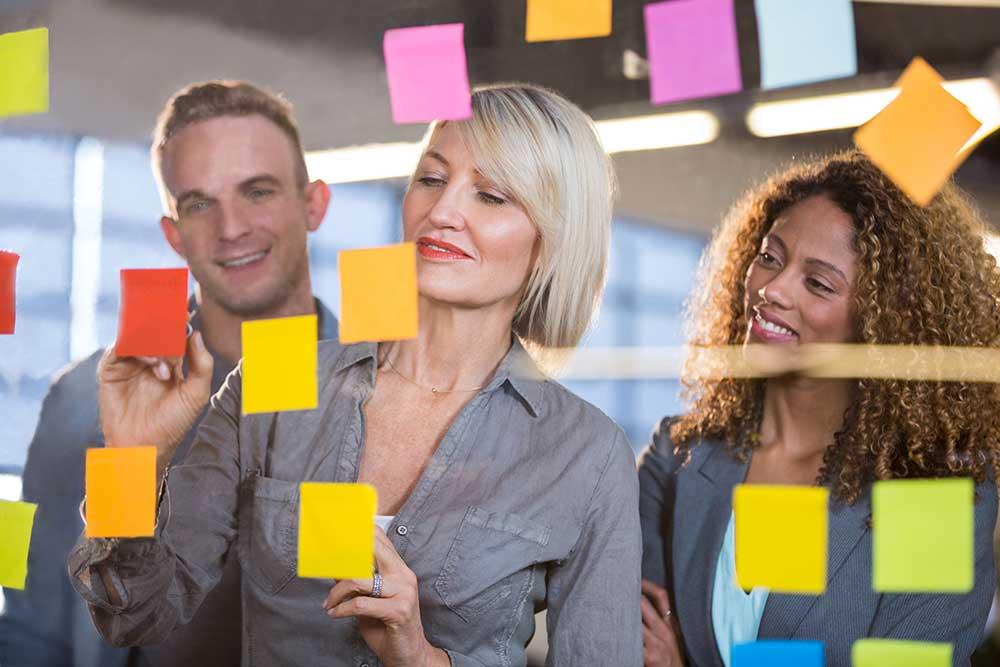 Design Thinking ist eine Innovationsmethode, die nutzer- und kundenorientierte Ergebnisse zur Lösung von komplexen Problemen liefert.